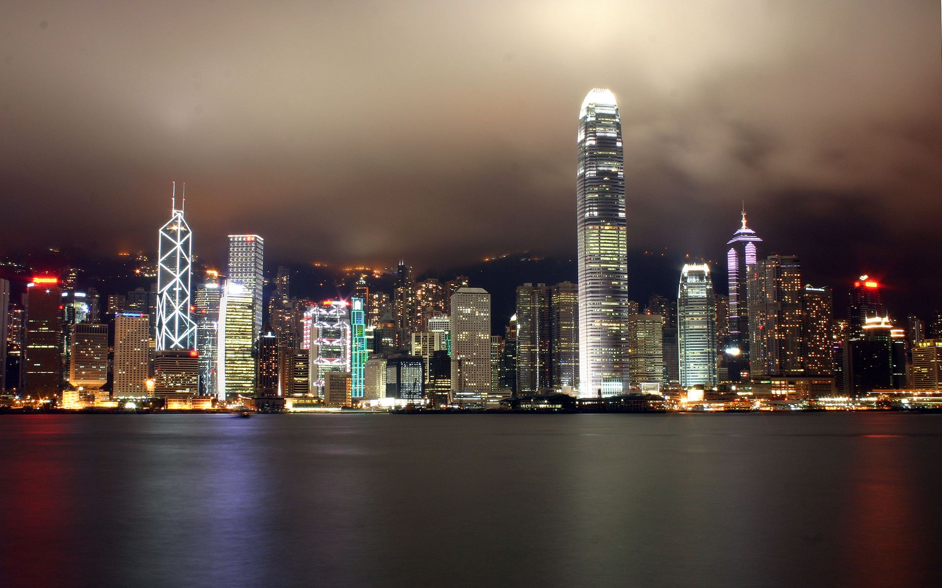http://danutzayy.files.wordpress.com/2010/04/night-city-lights-wallpapers-pack-3-06.jpg